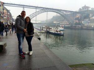 A la orilla del Douro con el puente de oporto de fondo