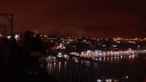 De noche arriba del puente Luis II