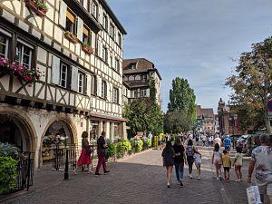 Calle preciosa de Colmar
