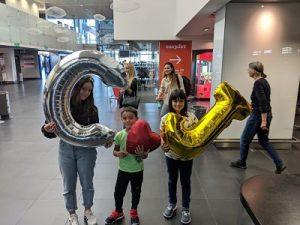 Globos C y J para recibir amigos en el aeropuerto de Basilea