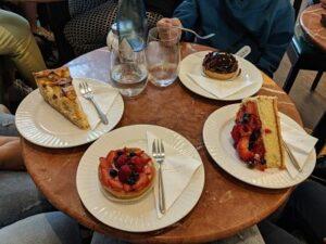 Foto de las tartas que tomamos de postre en Friburgo