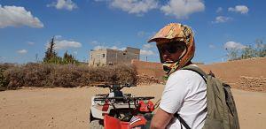 Andreu de necesitamos viajar de excursión en un descanso de la excursión en quad por el desierto de Marrakech