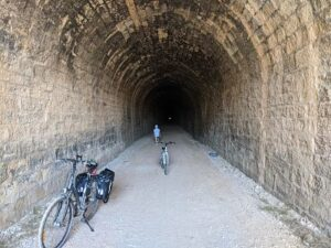 Túnel del equinoccio, se ve la luz al final del túnel