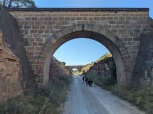 Descanso en la via verde val de zafan desde Alcañiz.